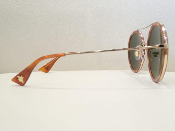 GUCCI(グッチ) GG0061S ラウンドシェイプが特徴的なメタルのウィメンズサングラスのご紹介です。 GUCCI