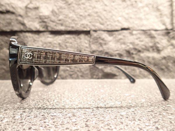 CHANEL(シャネル) 「5346A」 テンプルサイドのツイード柄が上品なサングラスです。 CHANEL