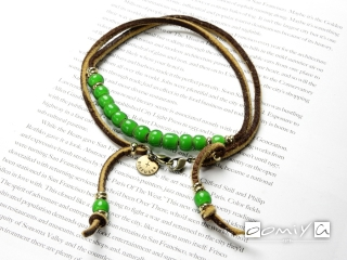 WHITE HEARTS BEADS BRACECODE / Light Brown deer skin / Green beads (SG1037C)