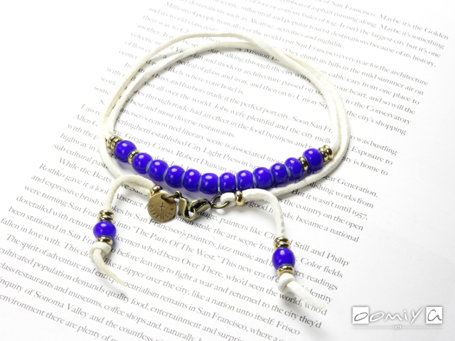 DIFFUSER (ディフューザー)|ブレスコード WHITE HEARTS BEADS BRACECODE / White deer skin / Blue beads (SG1037E)