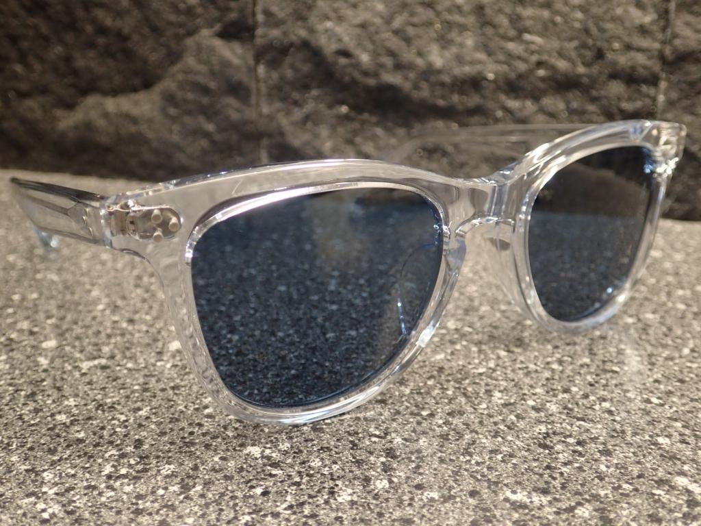 OLIVER PEOPLES (オリバーピープルズ)夏に映えるブルーレンズサングラス Lurene