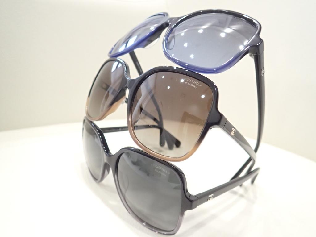 CHANEL(シャネル) 5349A 2色のバイカラーが特徴的なスクエアシェイプのサングラスのご紹介です。