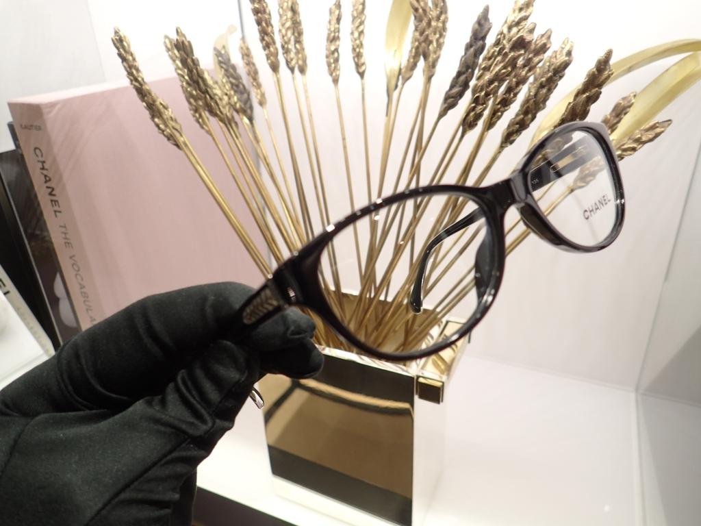 CHANEL(シャネル) 「3206A」 麦の穂デザインをテンプルに採用されたフレームです。