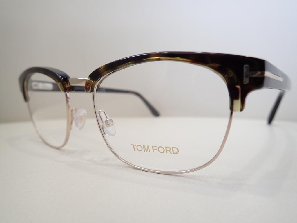 TOM FORD(トムフォード) 「TF5458」 落ち着きと柔らかさが印象のサーモントブローです。