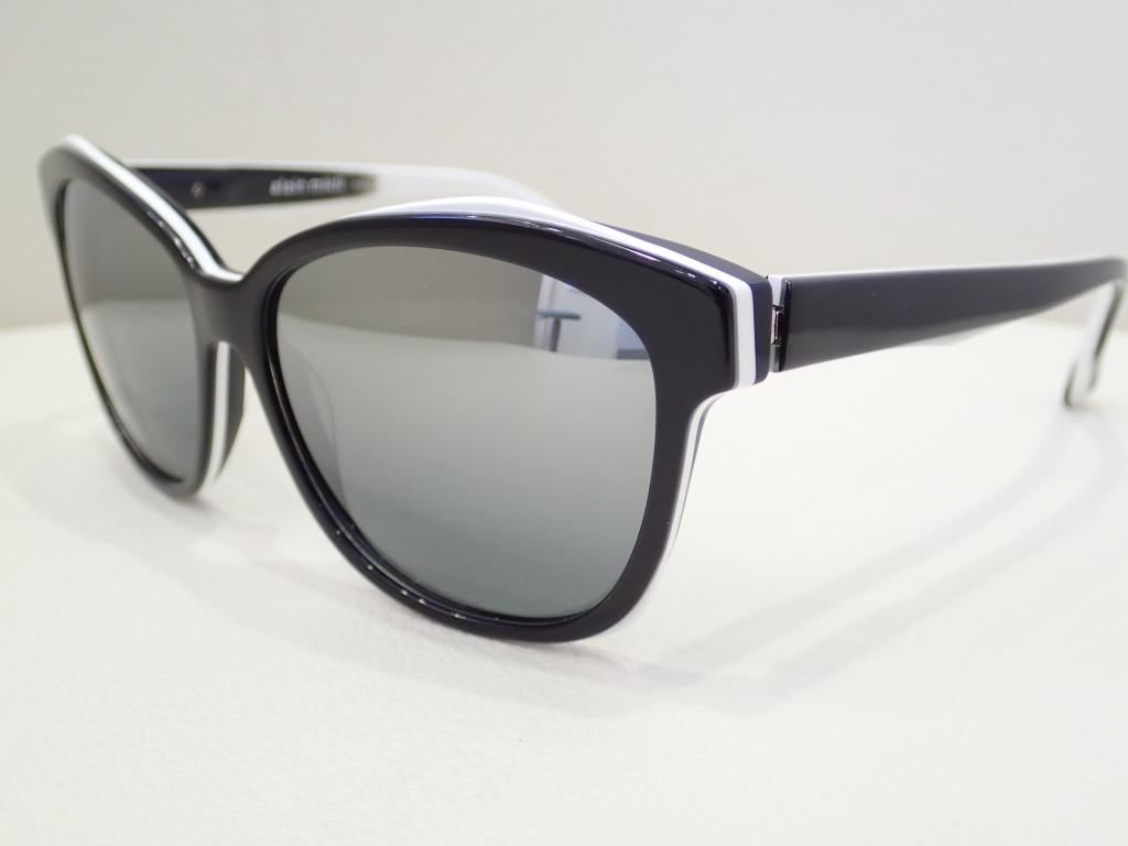 alain mikli(アランミクリ) 「AO05028」フォックスタイプのサングラスのご紹介です。
