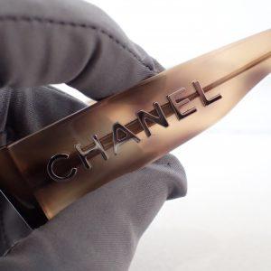 シャネルの2019新作「CH3387A」デカロゴに注目。-CHANEL