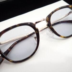 お客様の眼鏡を調光レンズでお作りさせていただきました。-つぶやき