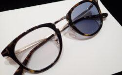 お客様の眼鏡を調光レンズでお作りさせていただきました。