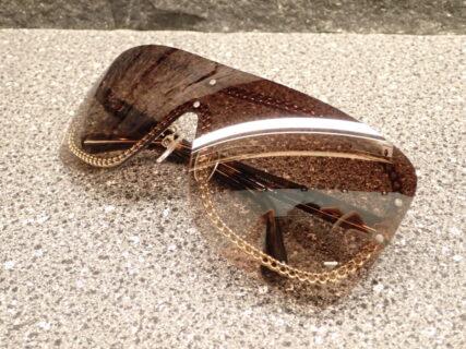 シャネル(CHANEL)「CH4243」1枚レンズの珍しいサングラス。