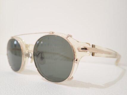 フォーナインズ「NPM-88」眼鏡だけで使うのは勿体ない?クリップオンでスタイルチェンジ。