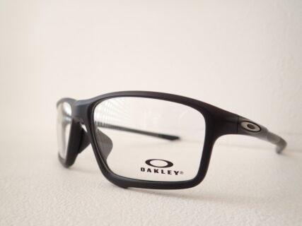 オークリー(OAKLEY)「OX8080」|ゼロに近い軽さを誇るシリーズ。