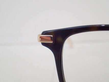 メガネの知識が大幅アップ!?写真付きでメガネのパーツの名称を紹介致します!