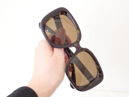 男性でも眉毛まで隠れる大きいサングラスです。|OLIVER PEOPLES(オリバーピープルズ)Nella